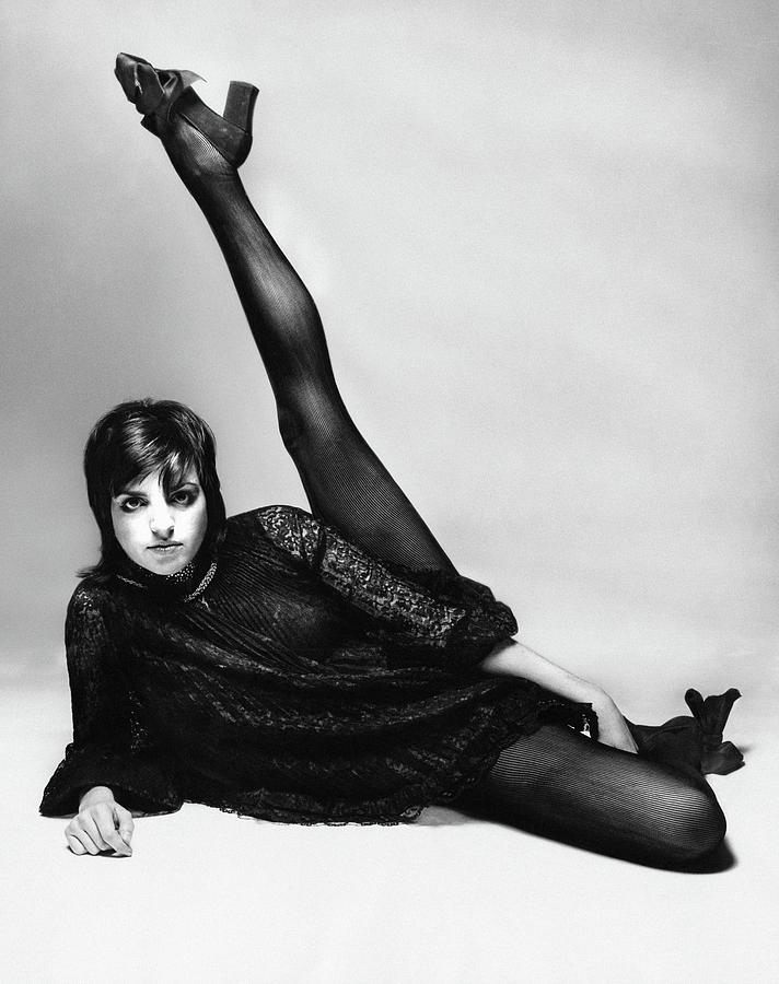 Liza Minnelli With Her Leg Raised Photograph by Bert Stern