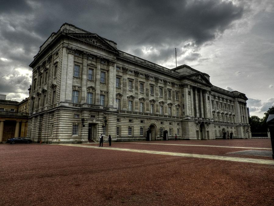 Buckingham Palace Photograph - London 049 by Lance Vaughn