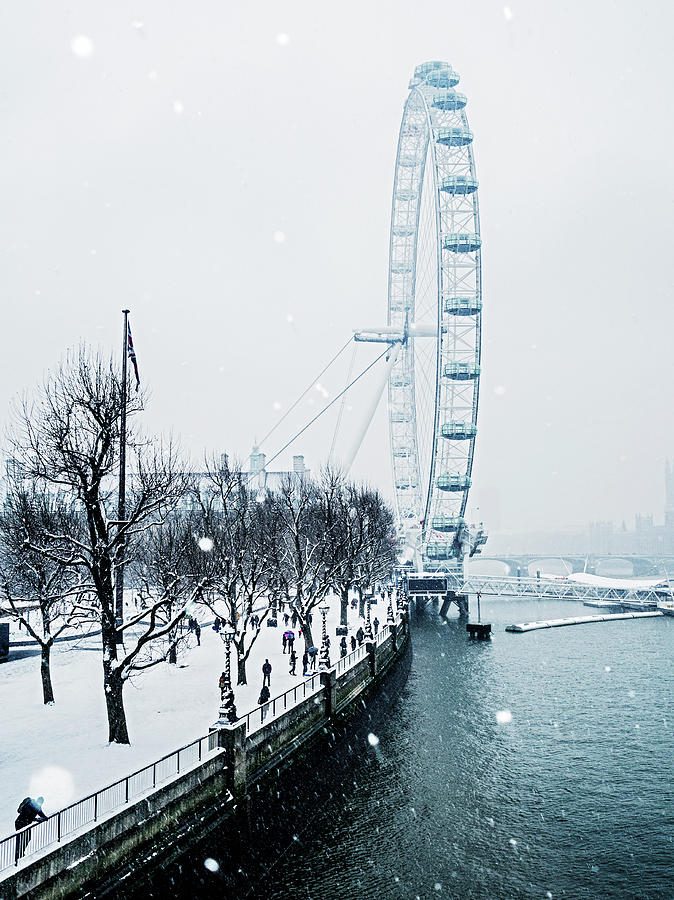 London Eye And Southbank In Snow Photograph by Doug Armand