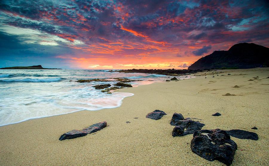 Hawaii Photograph - Looking East by Robert  Aycock