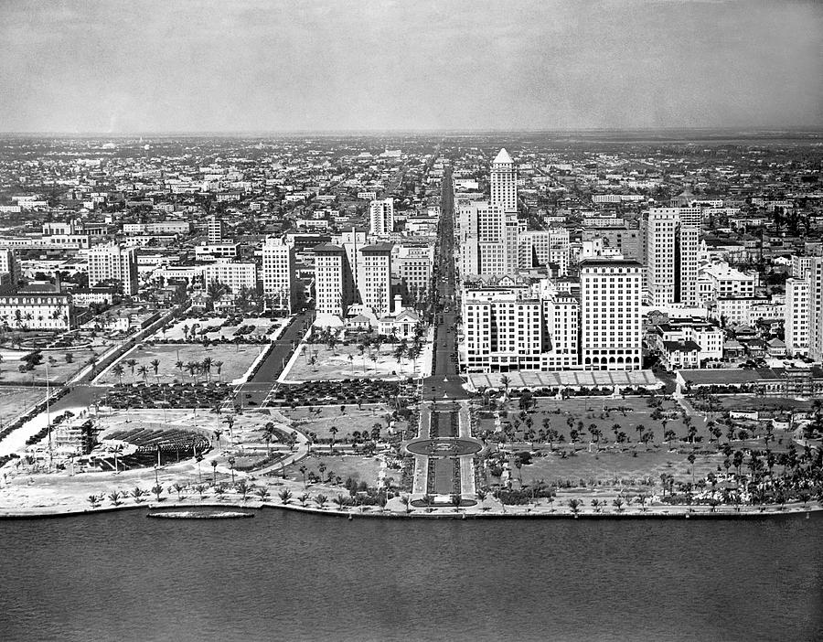 1920s Photograph - Looking Up Flagler Street At Downtown Miami by Underwood Archives