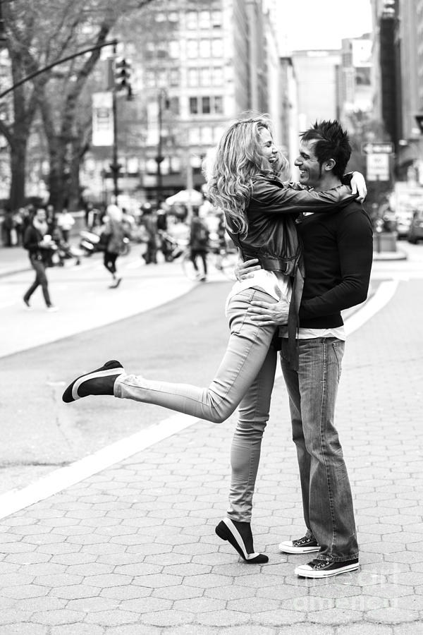 Couple Photograph - Lovers In The City by Diane Diederich