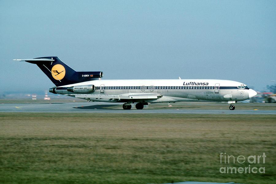 Jet Photograph - Lufthansa Boeing 727 by Wernher Krutein