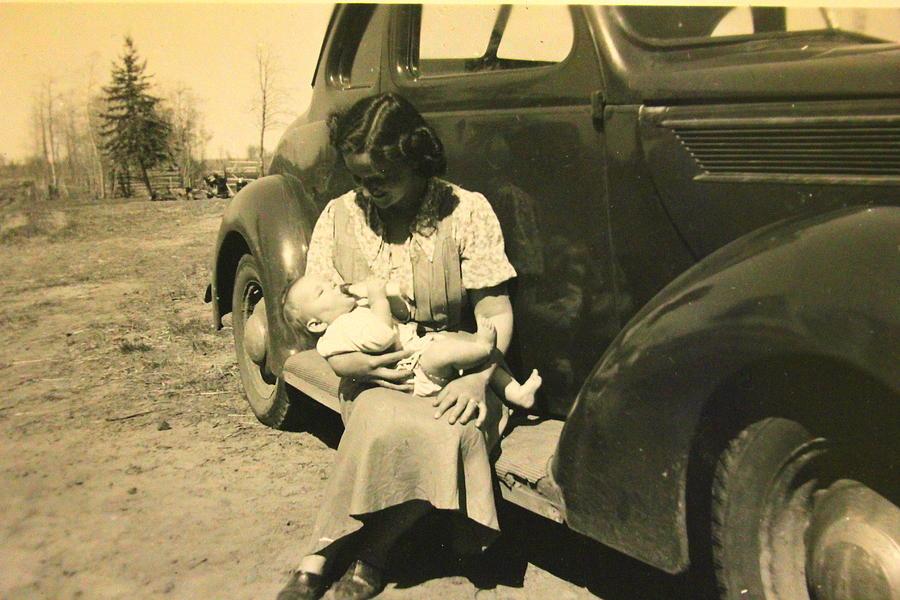 Antique Car Photograph - Lunch by Mavis Reid Nugent