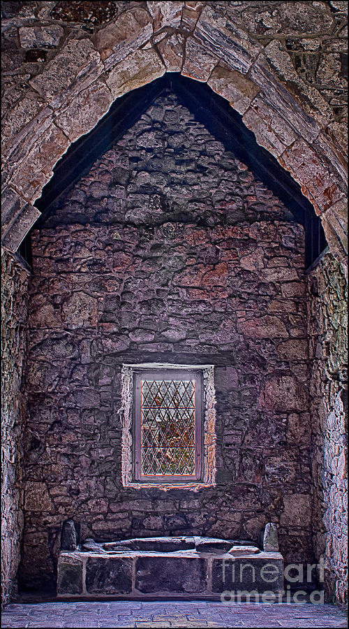 Ancient Monuments Photograph - MacLeod Tomb St Clements Rodel by George Hodlin
