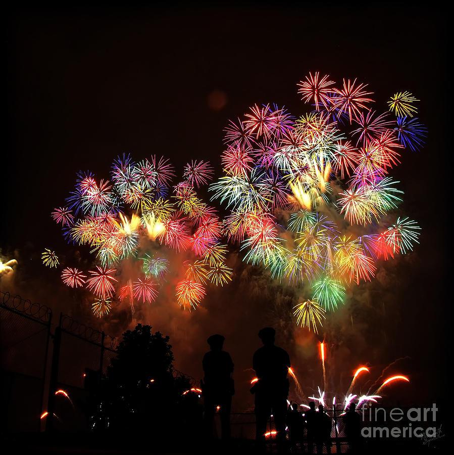 Macy's Fireworks Photograph - Macys July 4th Fireworks New York City  by Nishanth Gopinathan
