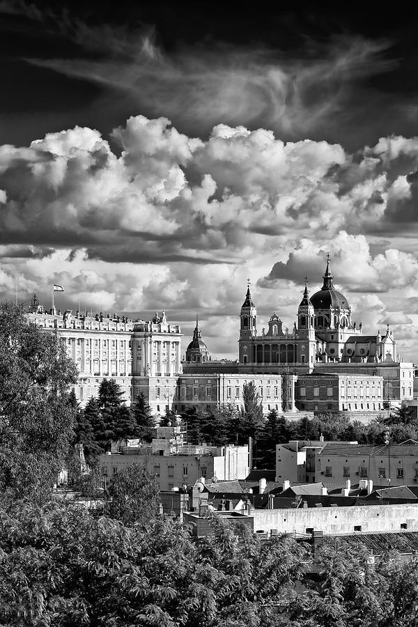 Architecture Photograph - Madrid 04 by Tom Uhlenberg
