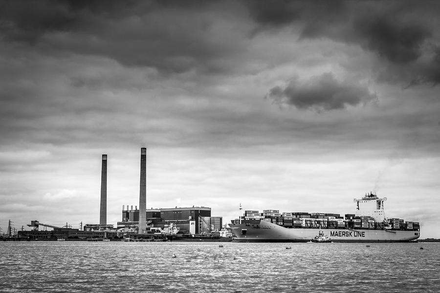 River Photograph - Maersk Laberinto. by Gary Gillette