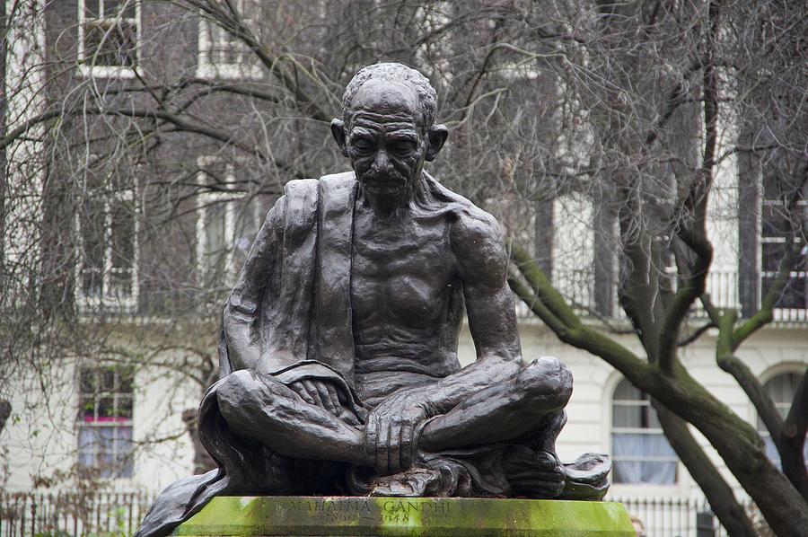 Mahatma Gandhi statue Photograph by Iñigo Fdz de Pinedo
