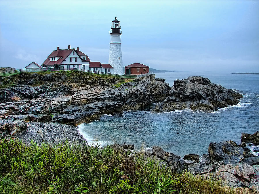Maine Photograph - Maine Morning At Portland Head Light by Carolyn Fletcher