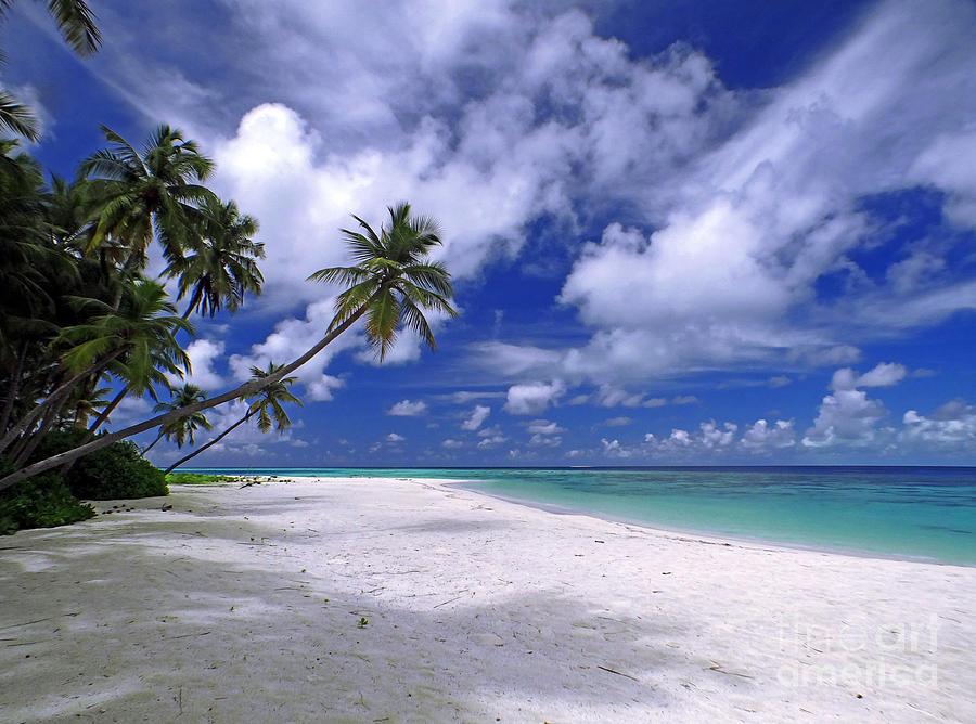 Spiaggia Photograph - Maldives 03 by Giorgio Darrigo