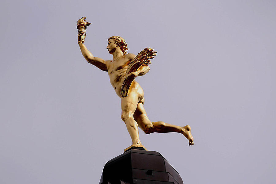 Statue Photograph - Manitobas Golden Boy- A Historical Monument by Larry Trupp