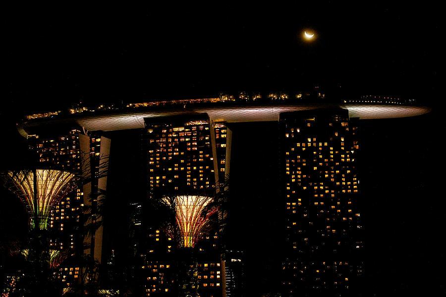 Marina Bay Sands Photograph - Marina Bay Sands by Donald Chen