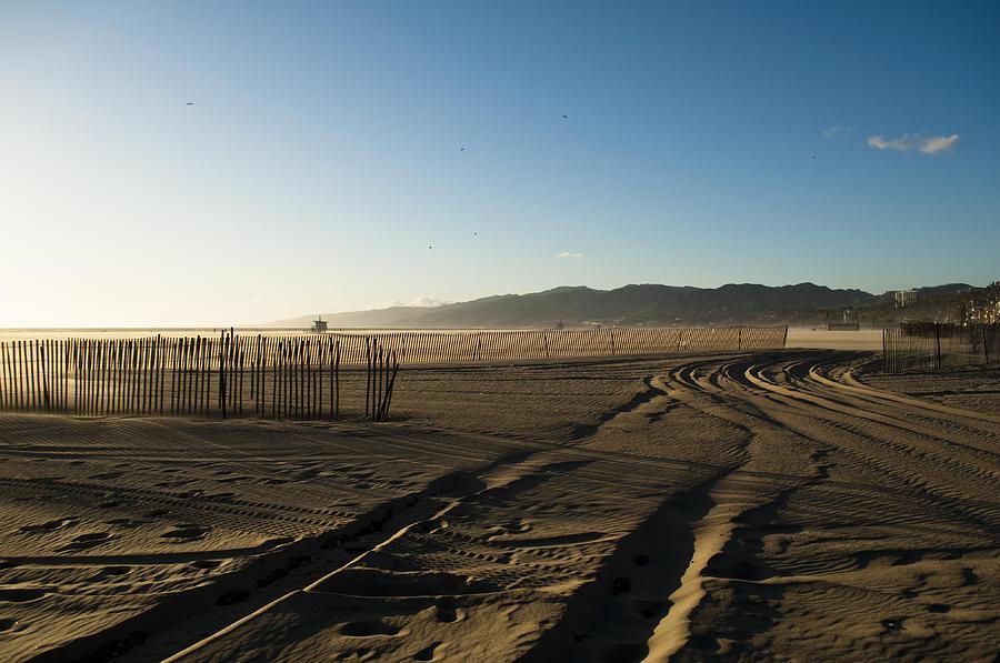 Abstract Photograph - Mark In The Sand - Santa Monica Beach by Oscar Karlsson