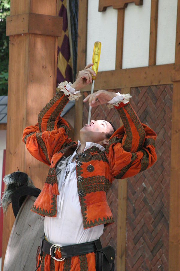 Maryland Photograph - Maryland Renaissance Festival - Johnny Fox Sword Swallower - 121243 by DC Photographer
