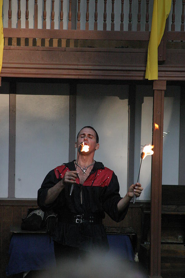 Maryland Photograph - Maryland Renaissance Festival - Johnny Fox Sword Swallower - 121296 by DC Photographer