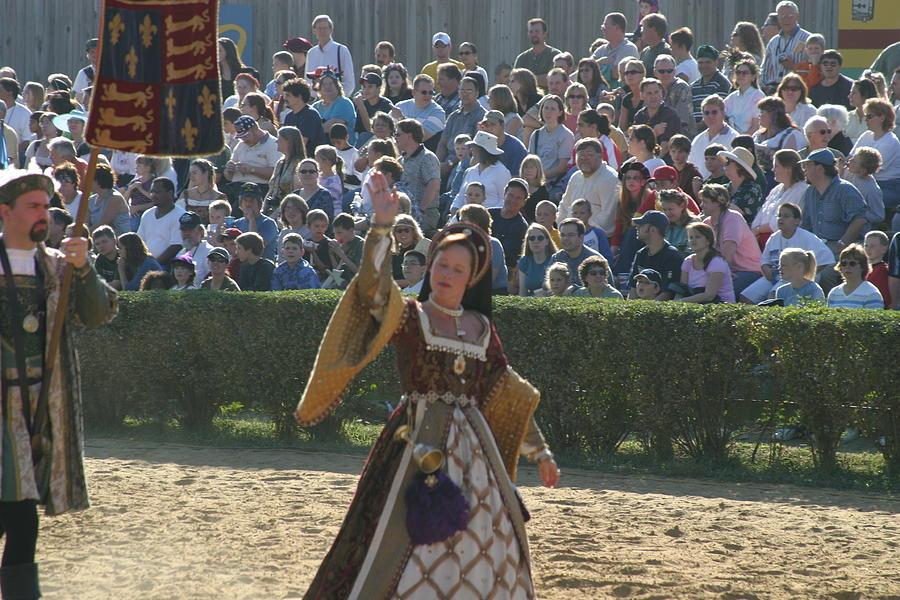 Maryland Photograph - Maryland Renaissance Festival - Jousting And Sword Fighting - 1212117 by DC Photographer
