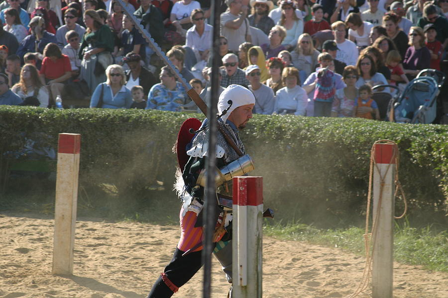Maryland Photograph - Maryland Renaissance Festival - Jousting And Sword Fighting - 1212119 by DC Photographer