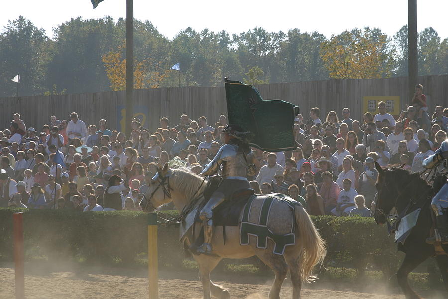 Maryland Photograph - Maryland Renaissance Festival - Jousting And Sword Fighting - 1212132 by DC Photographer