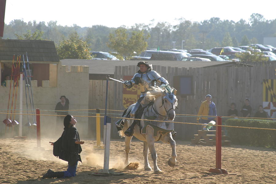 Maryland Photograph - Maryland Renaissance Festival - Jousting And Sword Fighting - 1212156 by DC Photographer