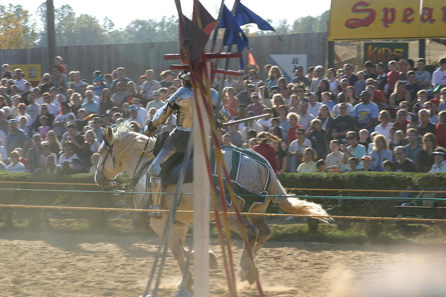 Maryland Photograph - Maryland Renaissance Festival - Jousting And Sword Fighting - 1212166 by DC Photographer