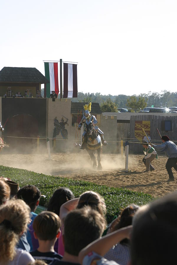 Maryland Photograph - Maryland Renaissance Festival - Jousting And Sword Fighting - 1212174 by DC Photographer