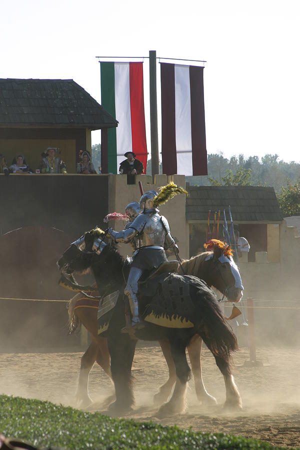 Maryland Photograph - Maryland Renaissance Festival - Jousting And Sword Fighting - 1212175 by DC Photographer