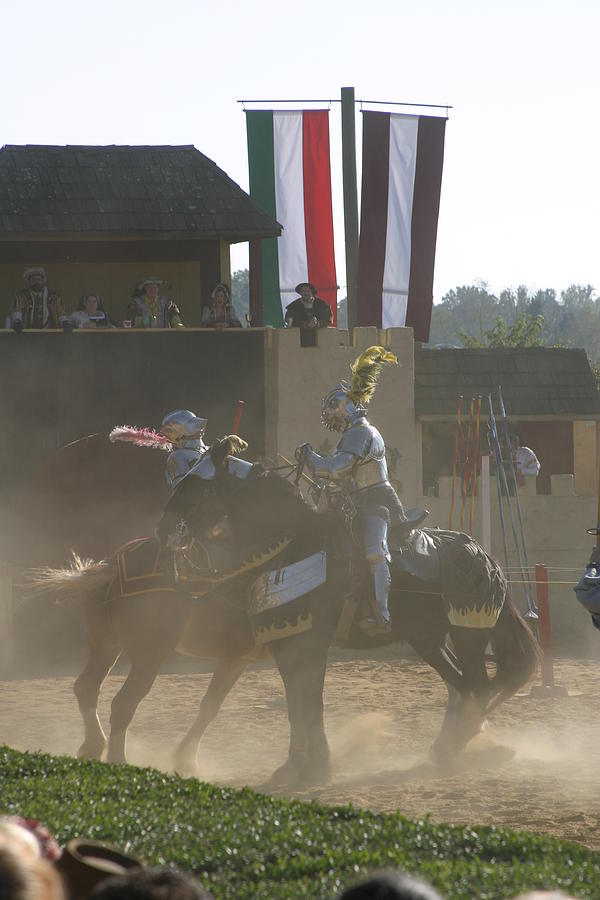 Maryland Photograph - Maryland Renaissance Festival - Jousting And Sword Fighting - 1212180 by DC Photographer