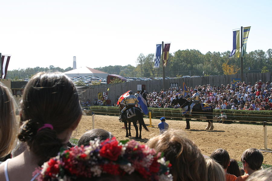 Maryland Photograph - Maryland Renaissance Festival - Jousting And Sword Fighting - 1212209 by DC Photographer