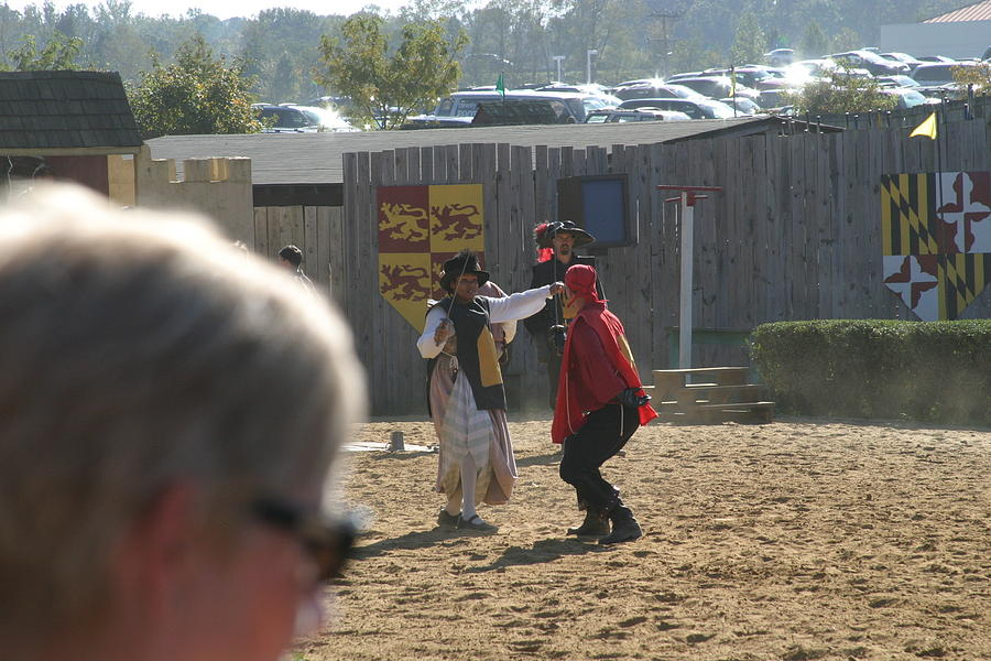 Maryland Photograph - Maryland Renaissance Festival - Jousting And Sword Fighting - 1212213 by DC Photographer