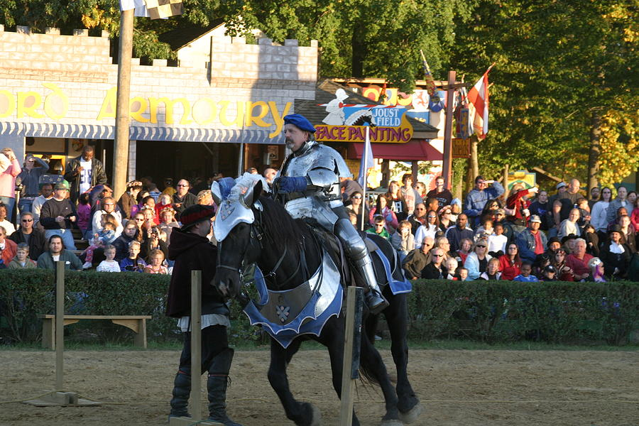 Maryland Photograph - Maryland Renaissance Festival - Jousting And Sword Fighting - 121232 by DC Photographer