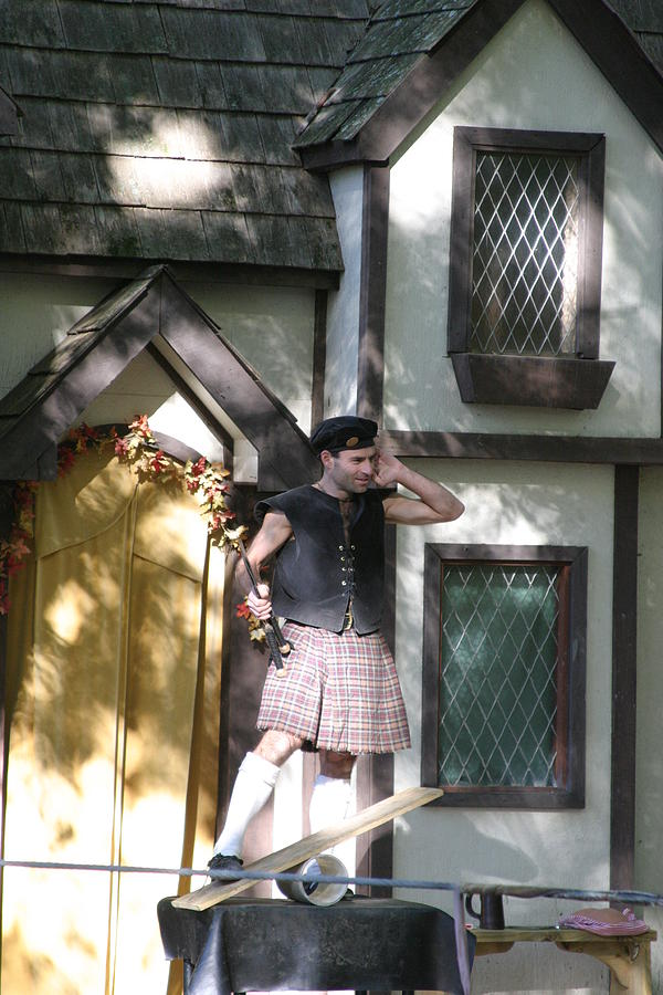 Maryland Photograph - Maryland Renaissance Festival - People - 121226 by DC Photographer