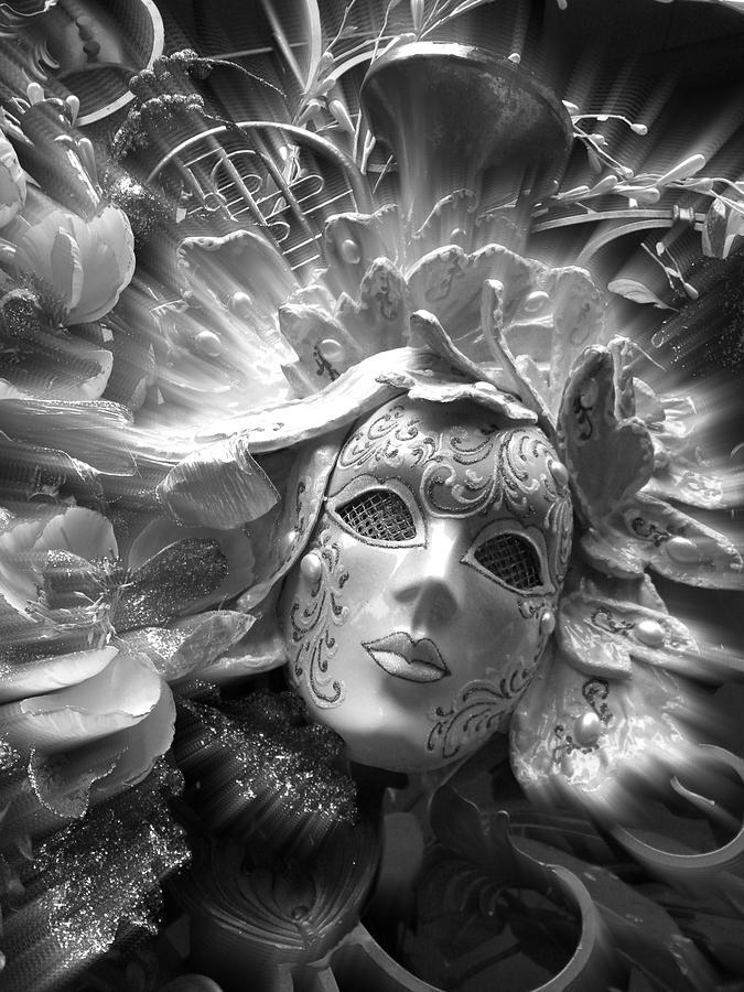 Ангел с масками картинка