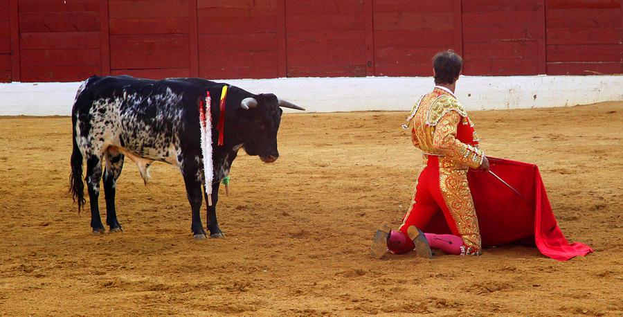 Matador Photograph - Matador Kneeling  by Dave Dos Santos