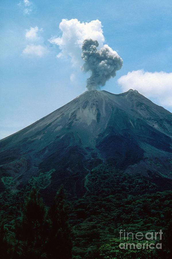 denezhny vulkan