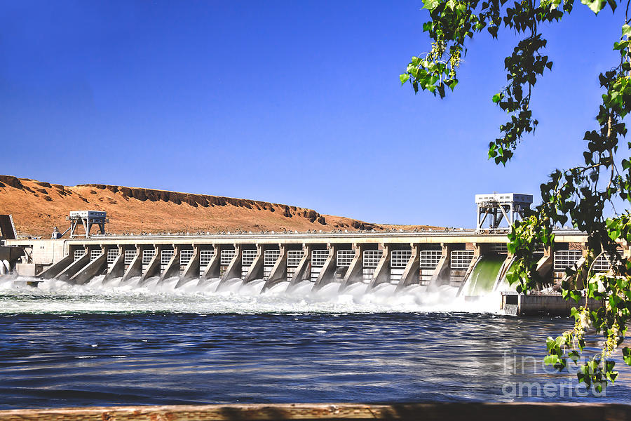 Dam Photograph - Mcnary  Hydroelectric Dam by Robert Bales