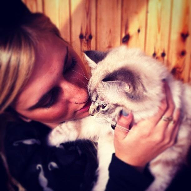 Beautiful Photograph - Me & Fluffy #fluffy #pinky #picoftheday by May Pinky  ✨