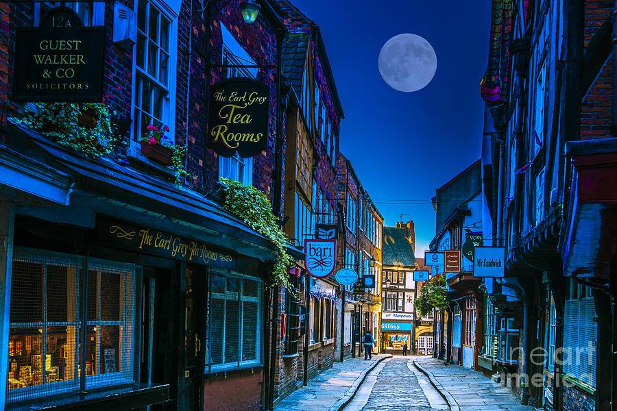 City Photograph - Medieval Street In York Uk by Lilianna Sokolowska