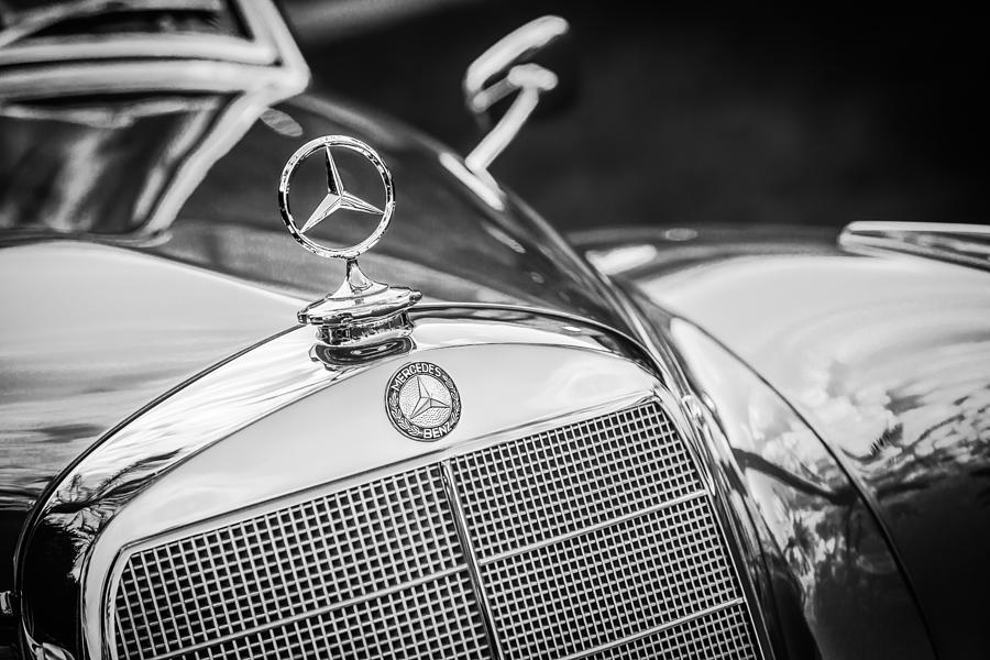 mercedes benz hood ornament emblem 1006bw photograph by