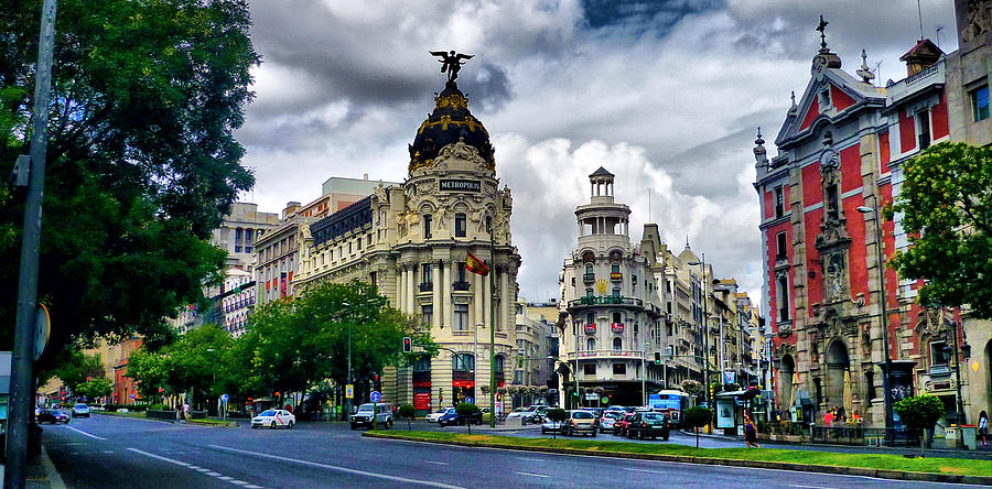 Madrid Photograph - Metropolis Madrid by Pedro Fernandez