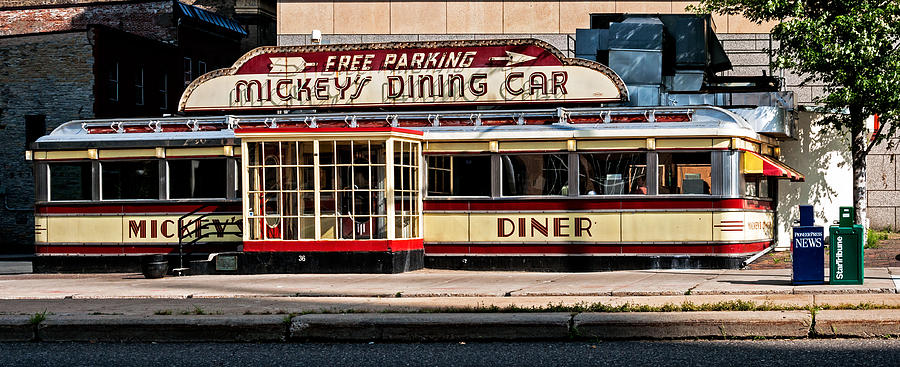 St Paul Photograph - Mickeys Diner by Lonnie Paulson