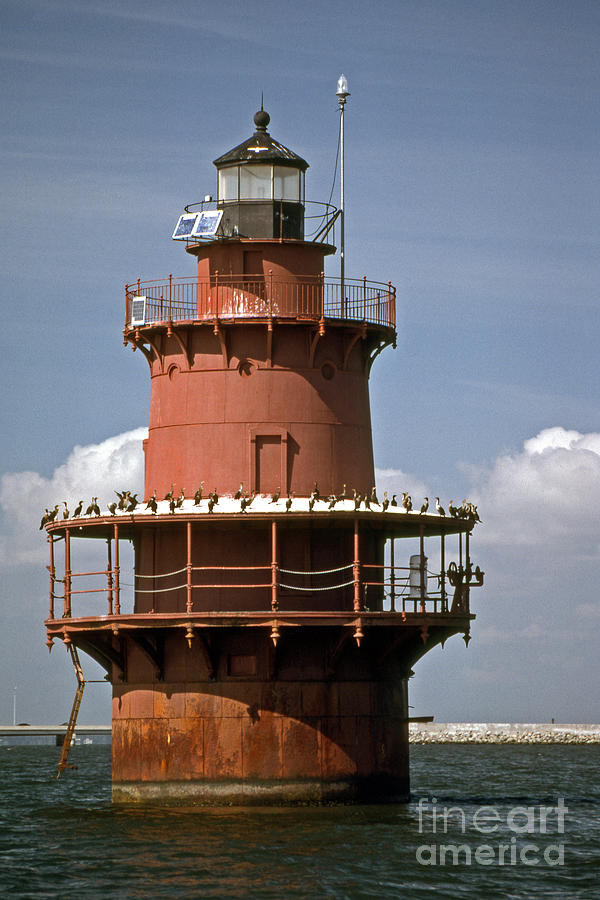 Lighthouses Photograph - Middle Ground Lighthouse by Skip Willits