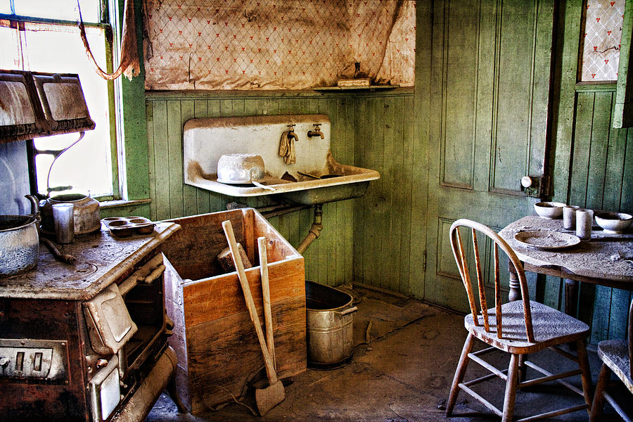 Bodie Photograph - Miller Kitchen by Lana Trussell