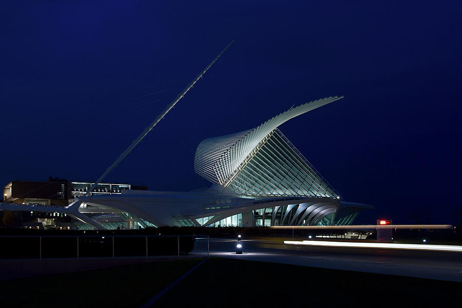 Brise Soleil Photograph - Milwaukee Art Museum by Chuck De La Rosa