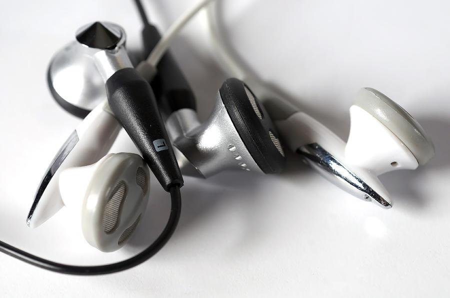 Illustration Digital Art - Mini Headphone by Kenneth Feliciano