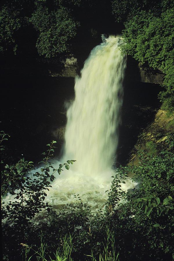 Waterfall Photograph - Minnehaha Falls by Lonnie Paulson