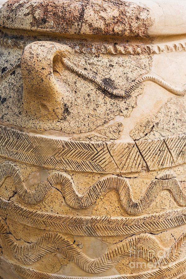 Vase Photograph - Minoan Jar by Luis Alvarenga