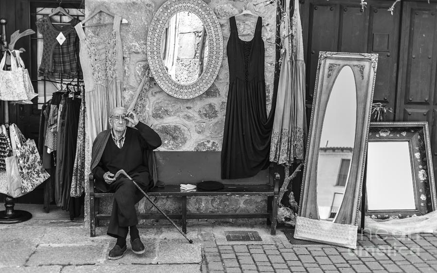 Street Photograph - Miradas by Eugenio Moya