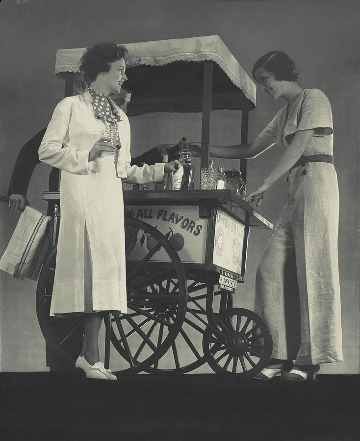 Models Beside A Hot Dog Wagon Photograph by Edward Steichen