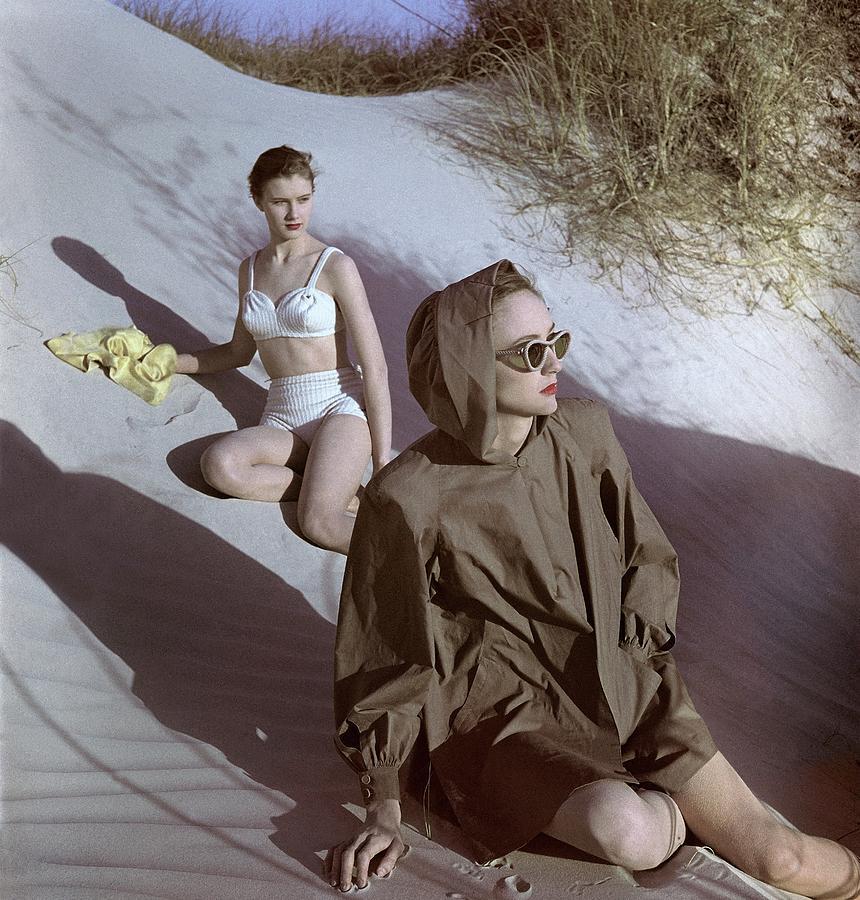 Models On Sand Dunes Photograph by Luis Lemus